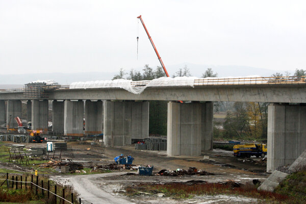 K dokončeniu úseku potrebujú stavbári ešte pár mesiacov.