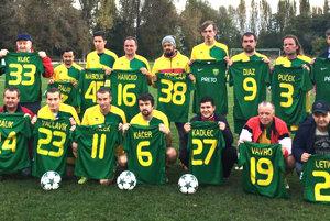 Na fotke prvý vpravo hore Igor Janckulík, druhý zľava Štefan Kristofčák (33), prvý zľava Milan Bridiš (20), vľavo dole Milan Szabo (24) shráčmi SC Hronské Kľačany.