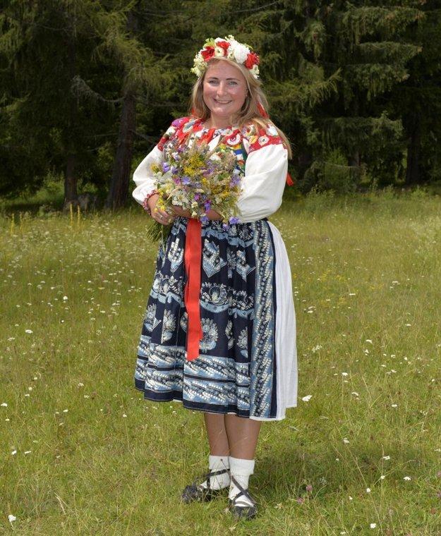 Ľudové šaty z Liptovských Revúc predviedla Kvetoslava Legerská.