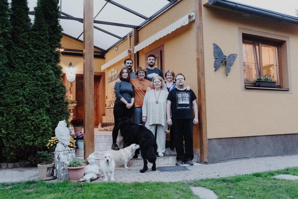 Podľa sociologičky je možné, že viacero generácií opäť začne žiť spolu, podobne ako rodina Martinkovcov a Vinczeovcov.