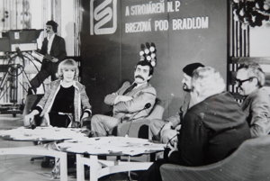 Milan Lasica a Július Satinský, vpravo sedí Ivan Krajíček.