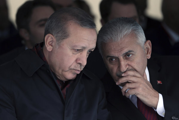 Turecký prezident Erdogan a premiér Binali Yildirim.
