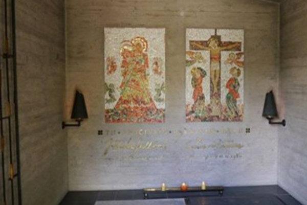 Hrobku prezývajú Ružomberčania aj bunker pre jej netradičný futuristický vzhľad. Autorom architektonického návrhu je Martin Kusý. Návrhy na mozaiky v interiéri previedol Fulla osobne, autorom mozaiky na podlahe je Ernest Zmeták.