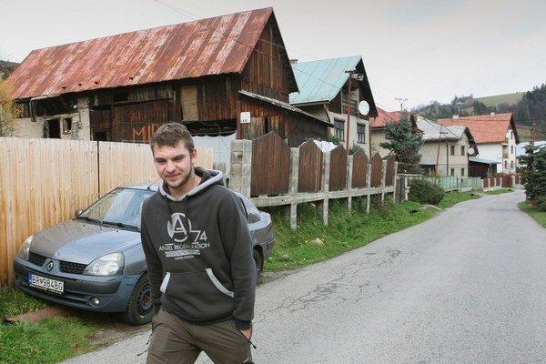 Vojtech Babiak pochádza z Čierneho Balogu , za prácou chodí do Nemecka, volil Mariána Kotlebu.
