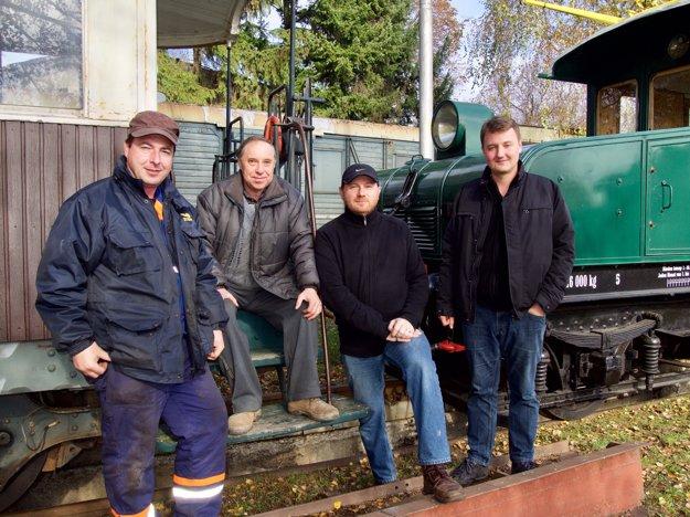 Zľava: Peter Kallo z Múzejno-dokumentačného centra ŽSR, Jozef Majtáň, Roman Delikát a Michal Milata.