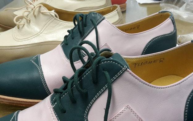 Hercom šijú topánky na mieru.