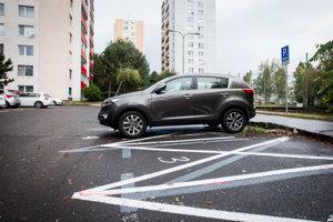Pilotný systém parkovania v Karlovej Vsi chce vyskúšať aj Lamač.