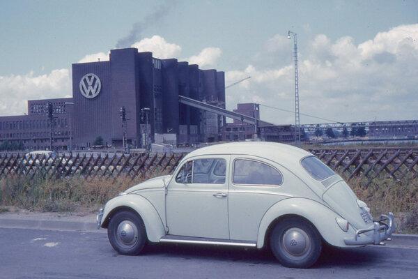 Fabrika Volkswagenu vo Wolfsburgu, Hitler ju založil prakticky na zelenej lúke a spolu s ubytovaním pre pracovníkov vzniklo mesto Stadt des KdF-Wagens (Mesto KdF-auta). V máji 1945 bolo toto mesto premenované na Wolfsburg podľa neďalekého hradu. Volkswagen v tomto meste dodnes sídli aj vyrába autá.