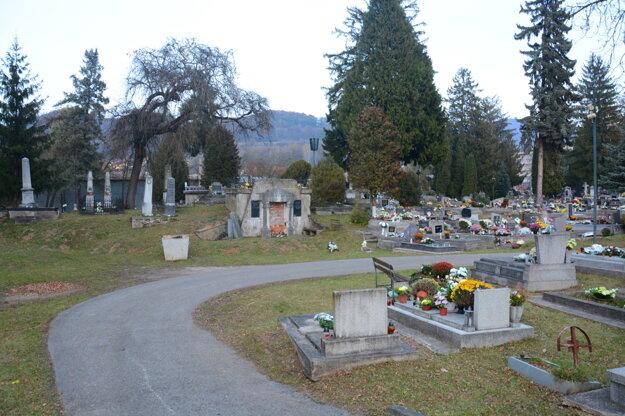 Starý cintorín. V tejto časti rožňavského cintorína sa pochováva posledných 300 rokov.