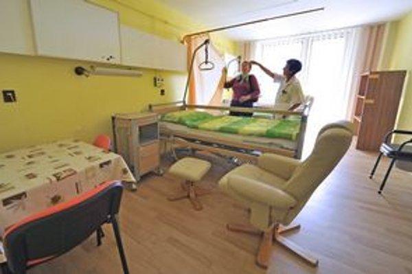 Ak chcete súkromie v nemocničnej izbe, musíte si priplatiť. V cene by mala byť aj samostatná toaleta, niekde aj sprcha, televízor či chladnička.