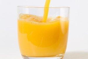 Lieky rozhodne nezapíjajte grapefruitovou šťavou, riziková môže byť dokonca aj konzumácia grapefruitov.