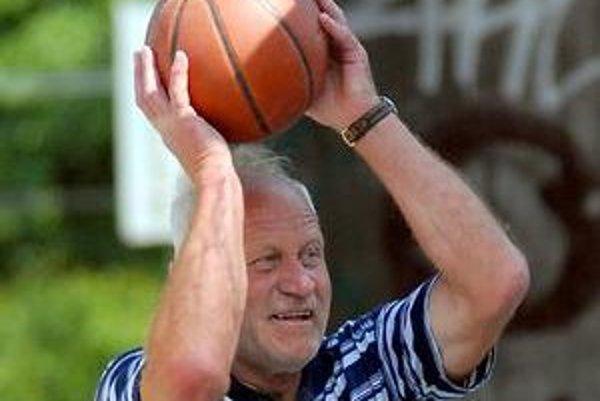 Ak to seniorovi umožňuje zdravie, rekreačný šport podporí kondíciu.