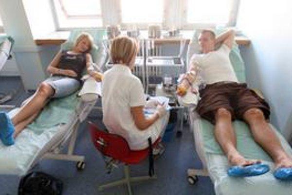 V čase dovoleniek sú darcovia na transfúznych oddeleniach obzvlášť vzácni.