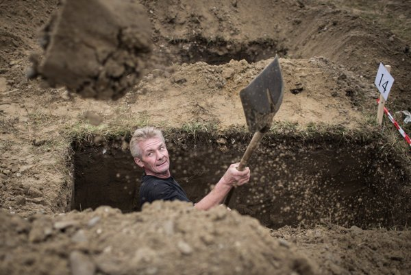 Na vytvorení nových hrobových miest už začalo mesto pracovať.