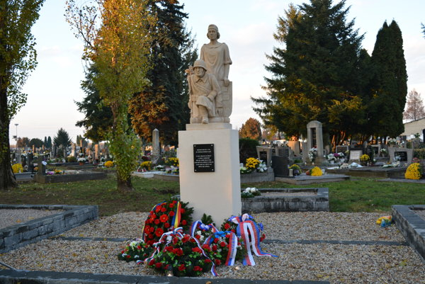 Pamätník na novozámockom cintoríne
