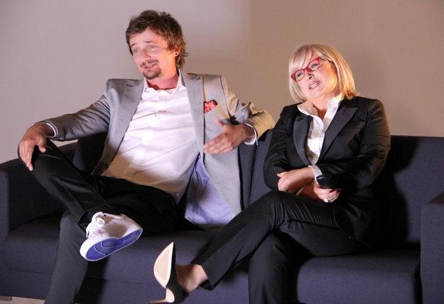 S Elenou Vacvalovou pri archívnych televíznych záberoch spomínajú na Zlaté časy.