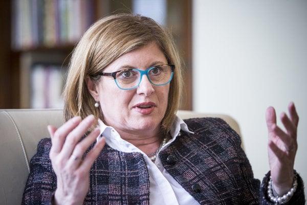 Ministerka pôdohospodárstva Gabriela Matečná dočasne povedie ministerstvo školstva.