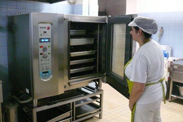 Veľkým pomocníkom do kuchyne sú konvektomaty. Prakticky nahradia robotu jedného človeka.