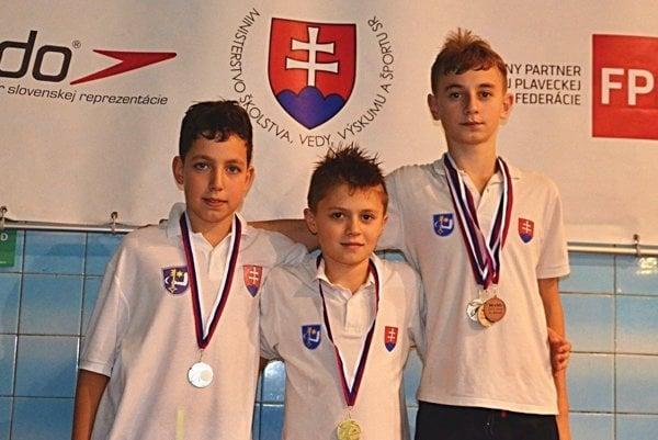 Trojica Humenčanov scennými kovmi. Ján Vaceľ, Michal Pandoš aBoris Barica.