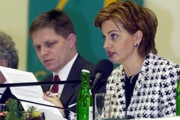 """Beňová a Fico na sneme Smeru v roku 2001. Vtedy sa hlásili k """"tretej ceste""""."""