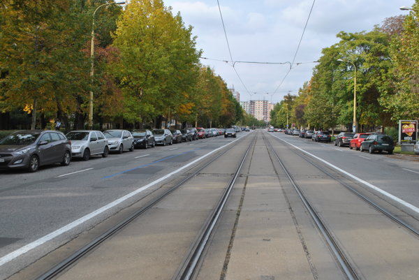 Komenského ulica. Spoplatnená má byť aj táto časť od Letnej po križovatku sWatsonovou aHlinkovou.