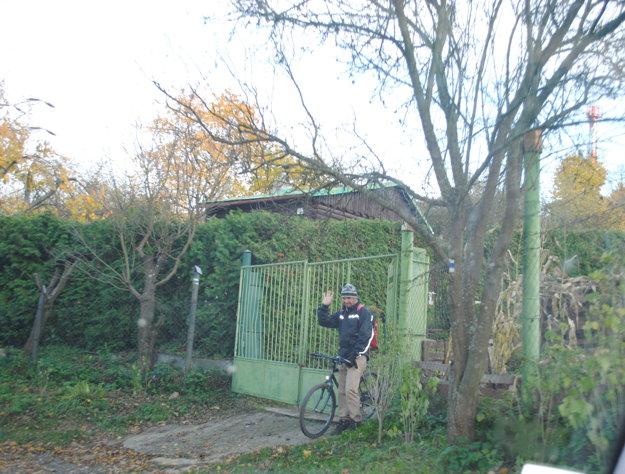 Aj záhradkári chcú k svojim chatkám slušný prístup.