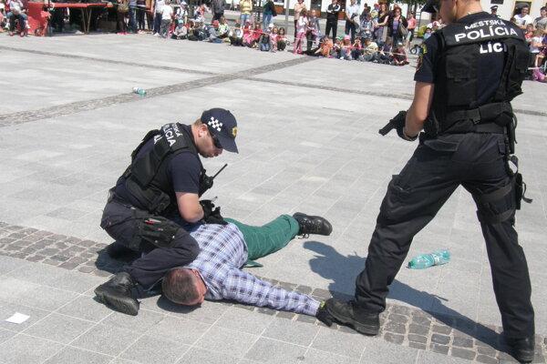 Ukážka policajného zásahu. Ilustračné foto.