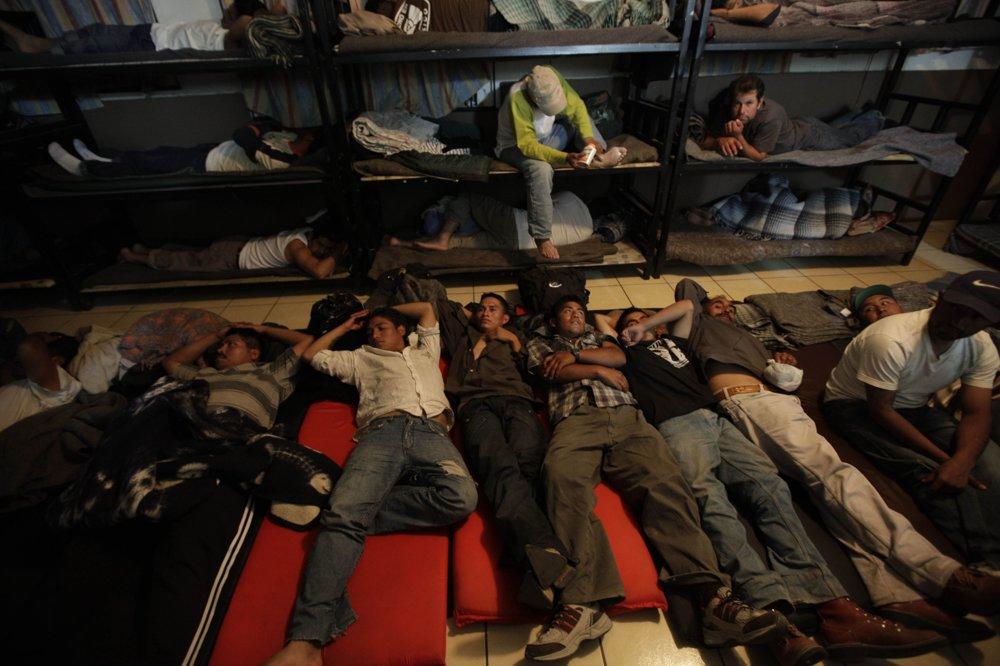 Centrum v mexickej časti mesta Nogales, kde čakajú vyhostení migranti z USA. FOTO – SITA/AP