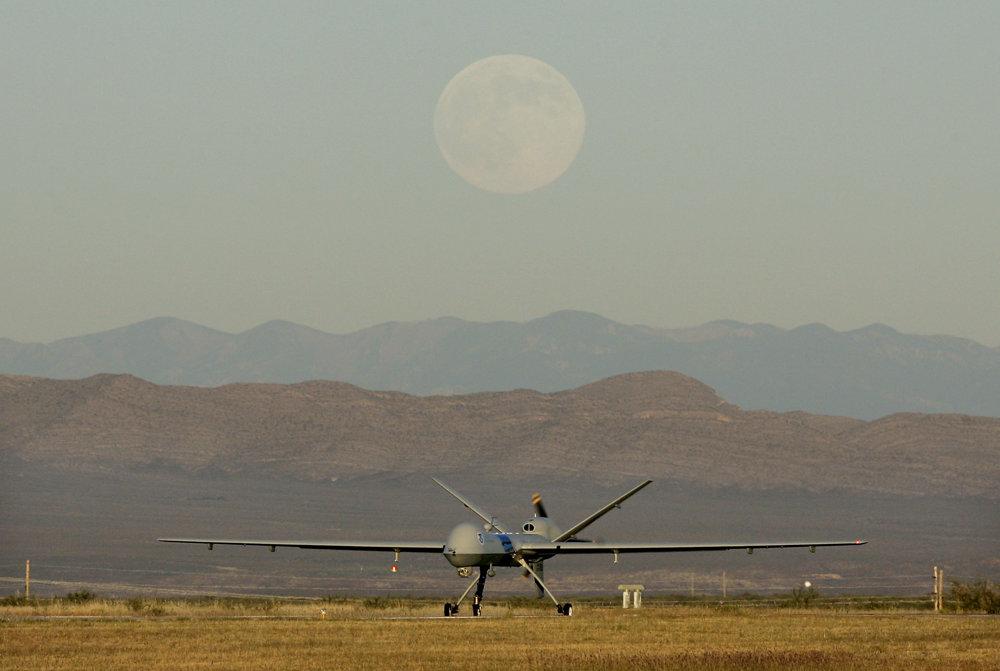Bezpilotné lietadlo Predator neďaleko hranice. FOTO – SITA/AP