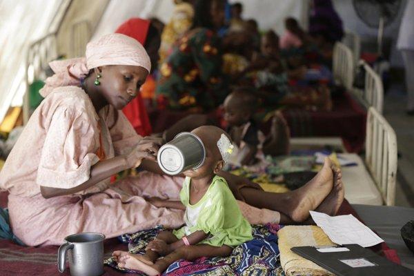 Hlad panuje aj v táboroch, kam ľudia utekajú pred teroristami.