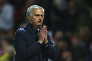 Jose Mourinho vraj nemá s Arsenom Wengerom dobrý vzťah.