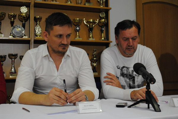 Marek Šmida a Richard Šechný. Predseda MHK a hrajúci tréner.