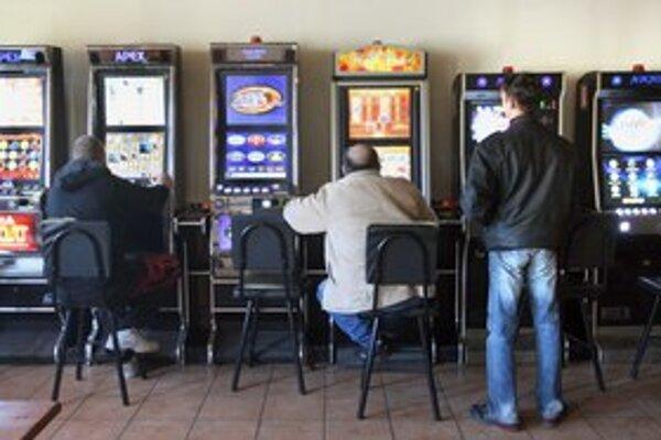 V herni môžu piť aj fajčiť. Zákaz cigariet a alkoholu už neplatí.