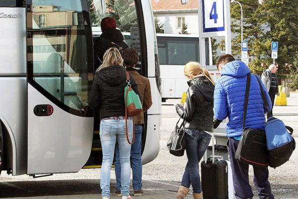 Skupina aktivistov si myslí, že autobusy zo Slovenska do Poľska anaopak by ľudia využívali.