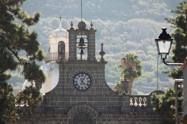 Vysokohorská dedinka Teror je pútnickým miestom, ktoré si zachovalo svoju historickú krásu.