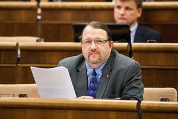 Už päť ľudí sa modlí, aby viac rozumu dal Boh konkrétne poslancovi OĽaNO Branislavovi Škripekovi.