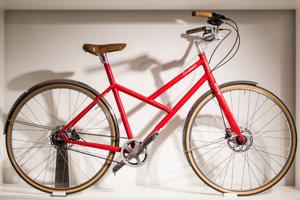 Bicykel značky Favorit v showroome v Prahe.