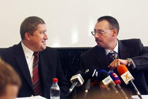 Dobroslava Trnku môže vystriedať aj špeciálny prokurátor Dušan Kováčik (vľavo).