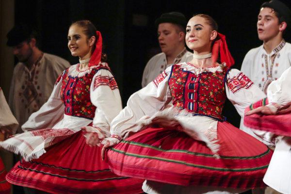 Súbor Liptov má momentálne vhudobnej, tanečnej aspeváckej zložke okolo 50 členov.