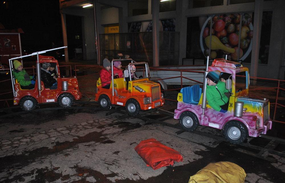 Deti sa mohli do sýtosti voziť na vláčiku.