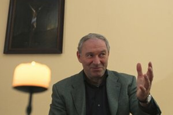 """<p>Róbert Bezák hovorí, že <a href=""""http://www.sme.sk/c/6639487/bezak-viac-ma-trestat-nemozu.html"""">má na všetko dokumenty</a>.</p>"""