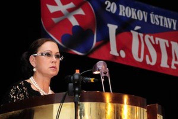 Ivetta Macejková vystúpila minulý týždeň s prezidentom Ivanom Gašparovičoma predsedom parlamentu Pavlom Paškom na konferencii o ústave.