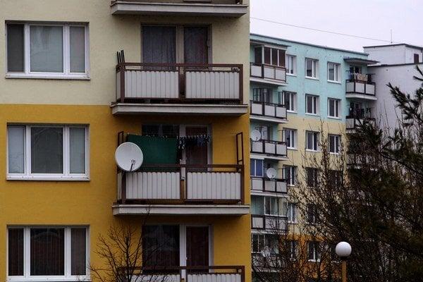 Slovensko patrí ku krajinám s najvyšším podielom populácie žijúcej v domácnostiach, ktoré boli vlastníkom obydlia bez akéhokoľvek finančného záväzku, či už voči banke alebo inej finančnej inštitúcii