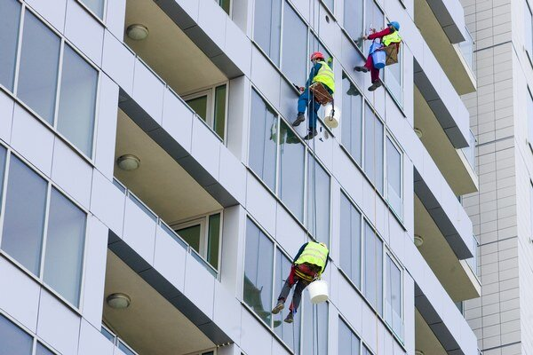 V poslednom kvartáli minulého roka v porovnaní s predchádzajúcim kvartálom stúpla priemerná cena bytu na Slovensku o 29 eur na meter štvorcový.Priemerná cena domov sa znížila o trinásť eur na 1 066 eur na štvorec.