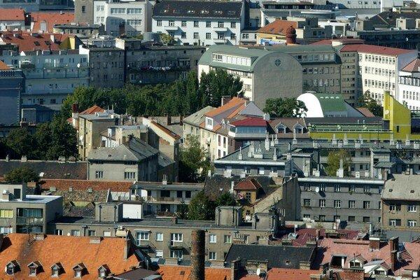 Porovnanie vnímania bratislavských a mimobratislavských realitných kancelárií ukázalo, že Bratislavčania lepšie hodnotili január, no majú opatrnejšie očakávania od februára.