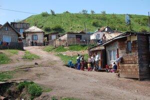 Prieskum EÚ: Pod hranicou chudoby žije 80 percent Rómov