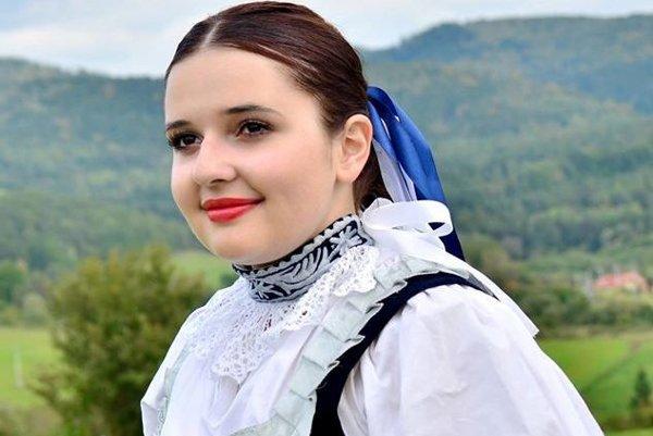Miroslava Rosáková v celoslovenskej folklórne súťaži zvíťazila medzi spevákmi ľudových piesní.