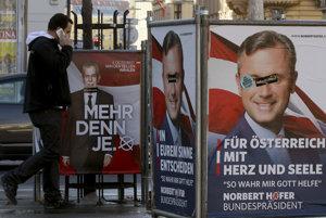 Plagáty kandidátov na post rakúskeho prezidenta. Naľavo: Viac ako inokedy. Napravo: Pre Rakúsko so srdcom a dušou. Tak mi Boh pomáhaj.