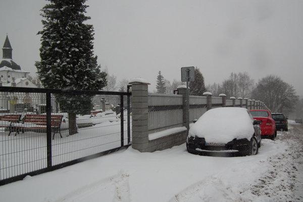 K štyrom plateným parkoviskám pribudnú vmetropole Bielej Oravy ďalšie tri. Jedno je pri cintoríne.