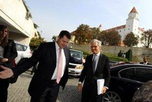 Juraja Horvátha zaujímali ľudské práva už ako poslanca Smeru. V roku 2009 prijal ako šéf zahraničného výboru komisára OBSE pre menšiny Knuta Vollaebeka.